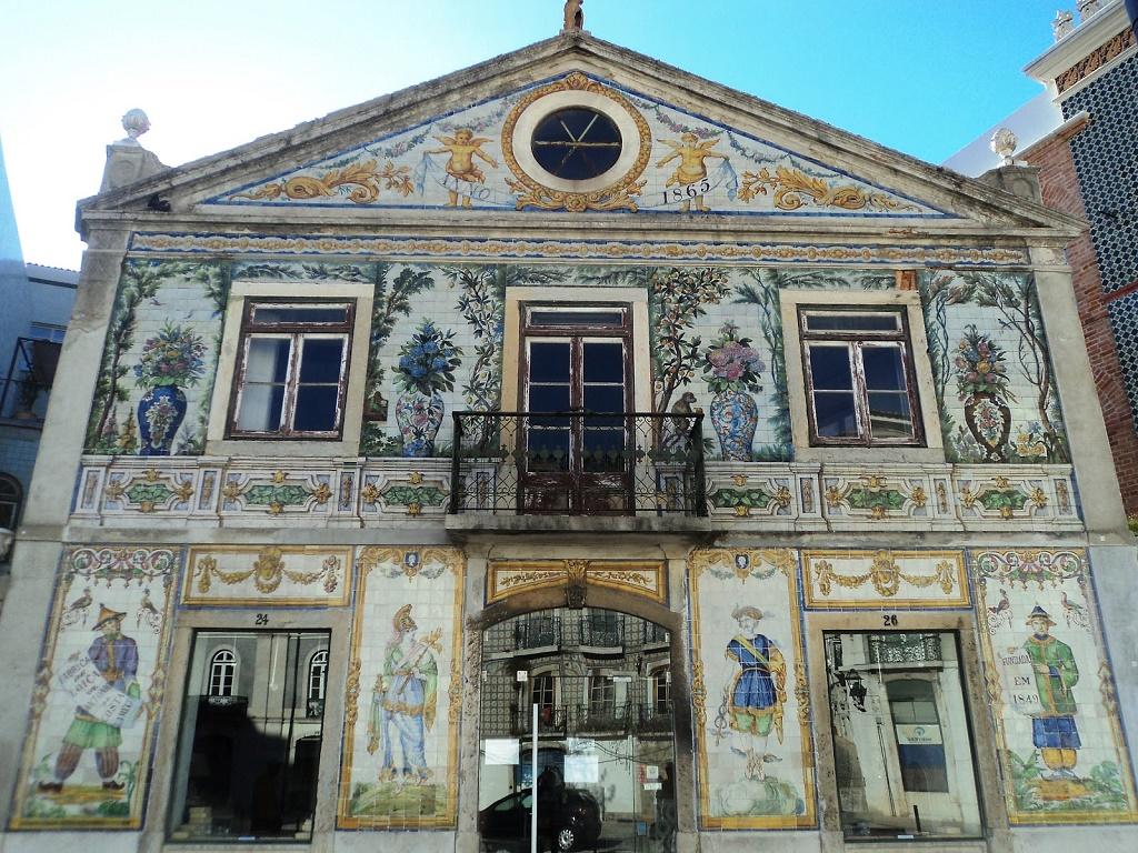 Azulejos di lisbona alla scoperta delle 10 facciate pi belle for Casa dos azulejos lisboa