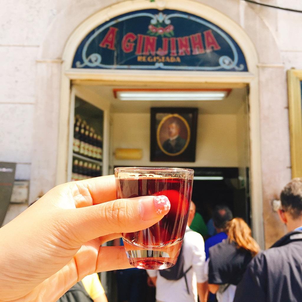 Dove bere la ginjinha il liquore portoghese vivi lisbona for Dove soggiornare a lisbona